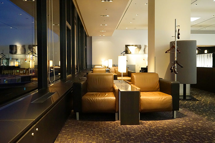 ANA suite lounge