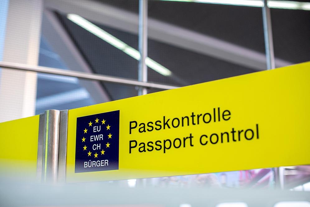 パスポートコントロール