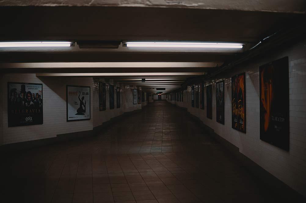 誰もいない地下鉄
