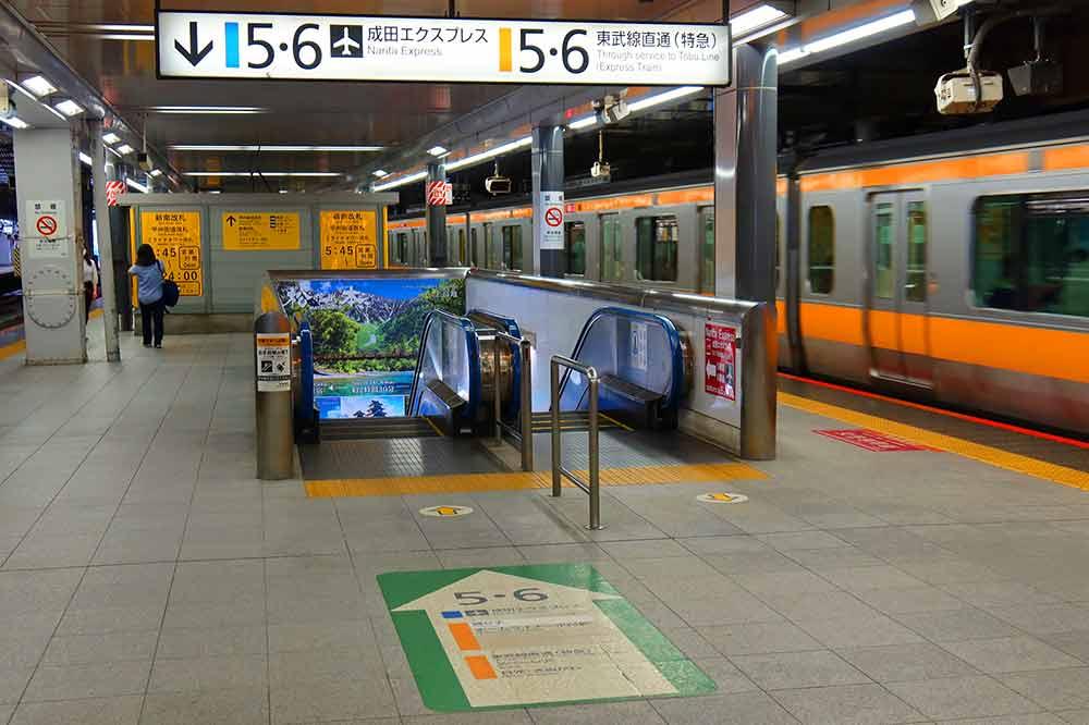新宿駅ホーム