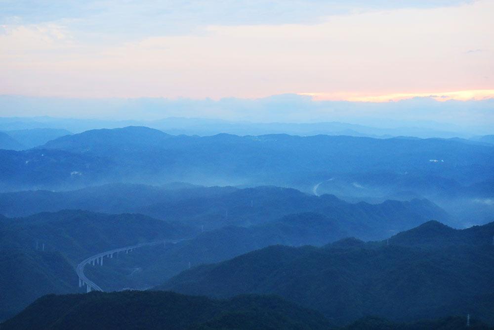 夕日の中国山地