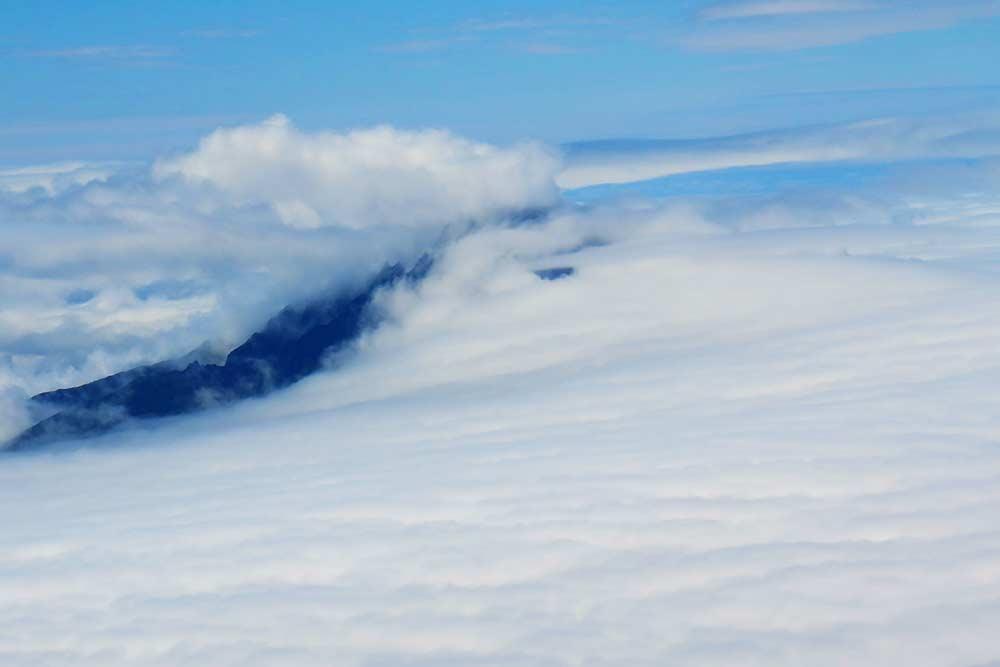雲隠れの利尻山
