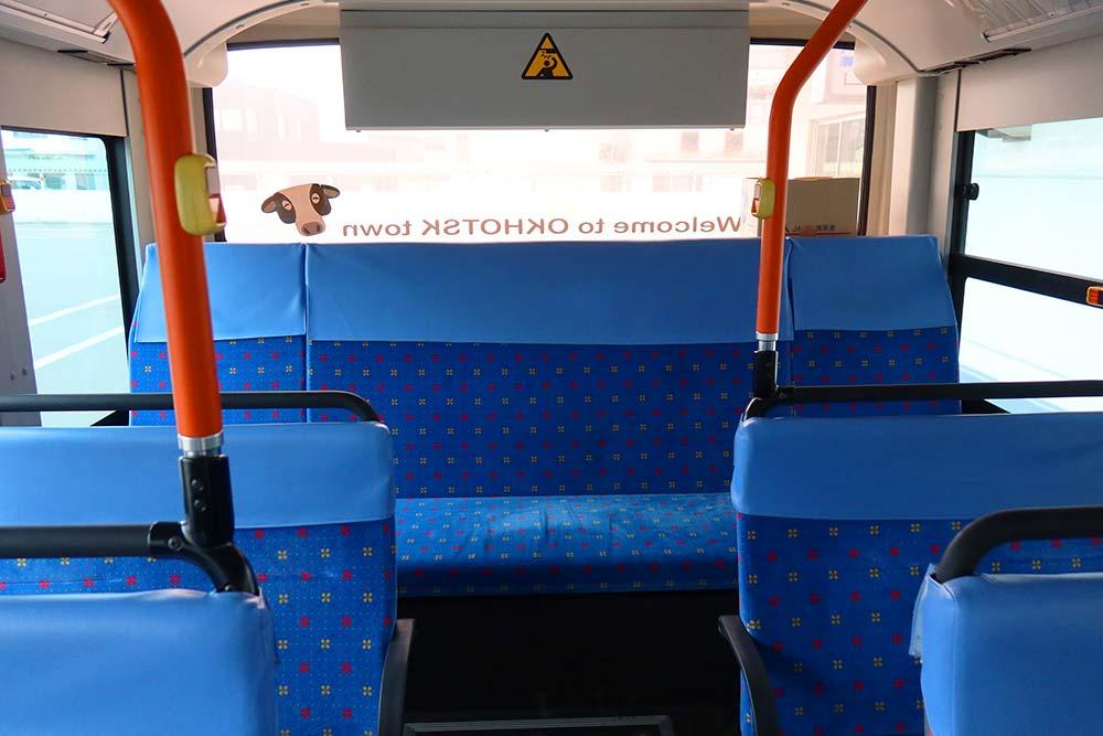 バス最後席