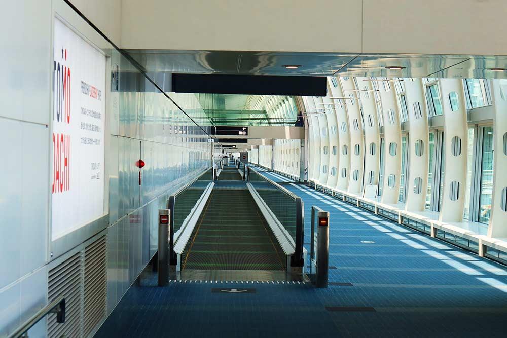 人のいない空港