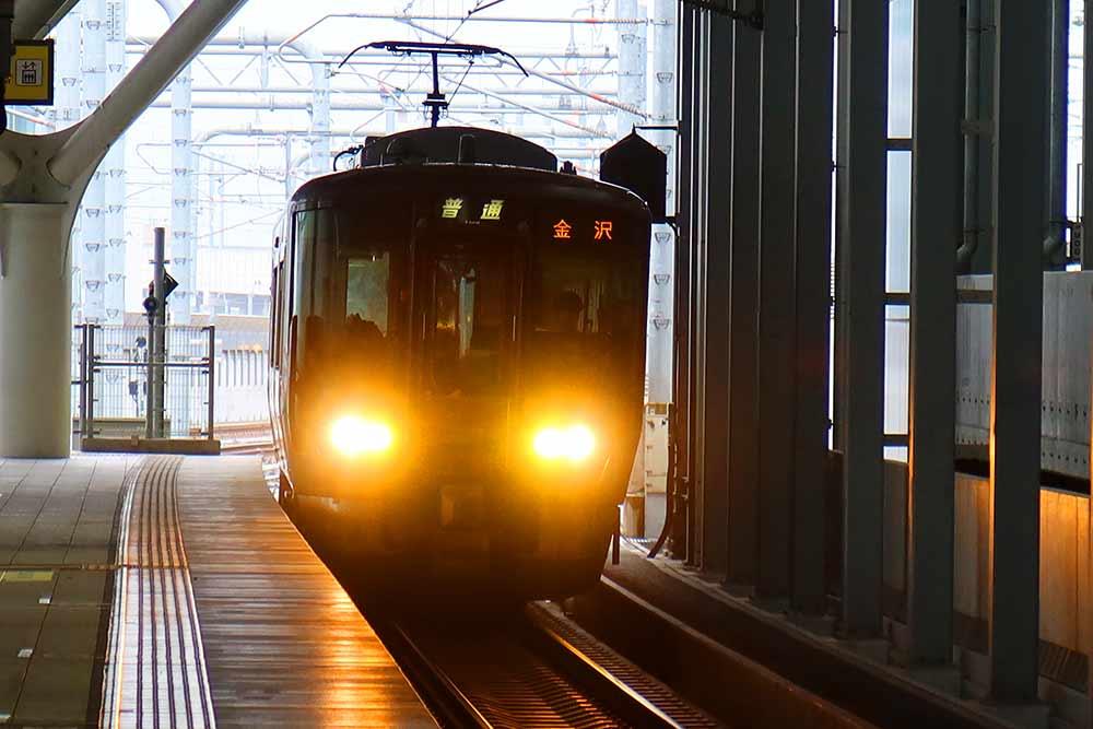 IR石川鉄道金沢行き
