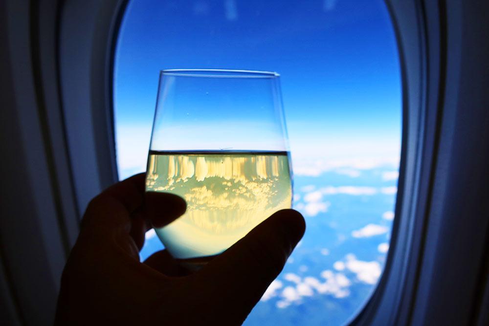 グラスで空に乾杯