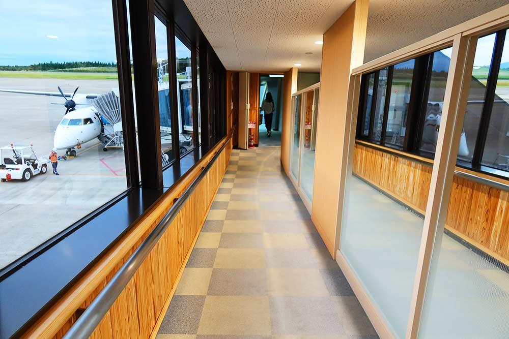 秋田空港ボーディングブリッジ