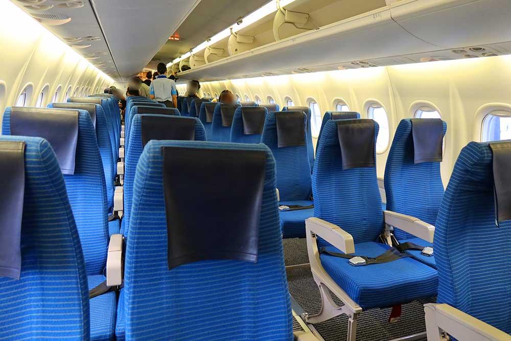 DHC8-Q400機内