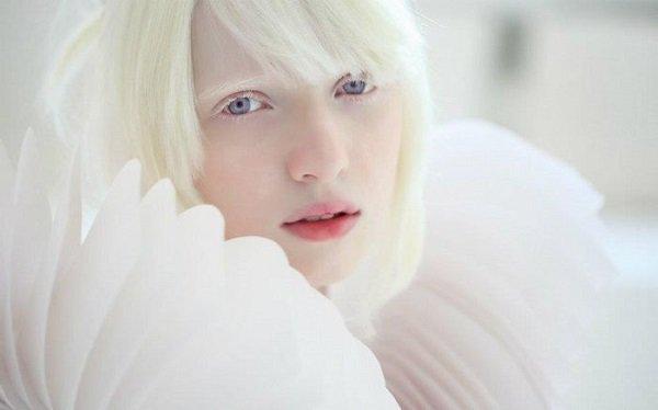 【エルフの女王】ロシア生まれのアルビノモデル『ナスチャ・クマロヴァ』が美しすぎる!?