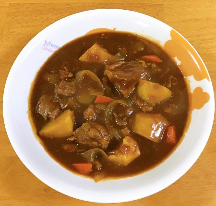 Oisixの商品 ハム工房シェモワの豚すね肉水煮を使ったビーフシチュー