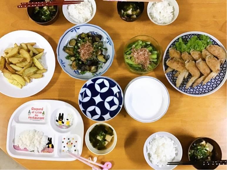 有田焼を使った食卓写真