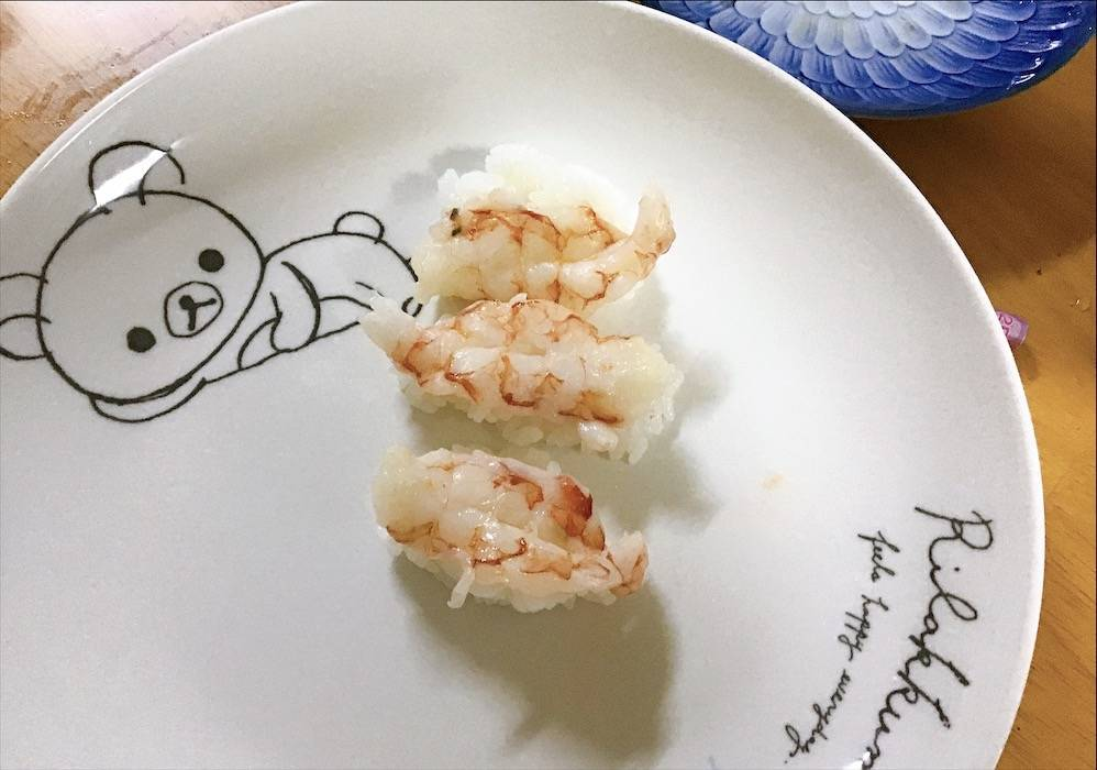 次女が握ったエビのお寿司