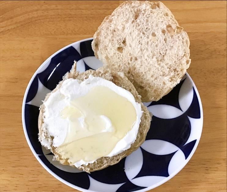 くるみパン クリームチーズ+ハチミツ