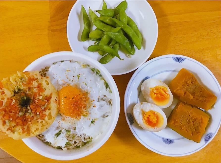 どん兵衛、煮卵、かぼちゃの煮物、枝豆の晩ごはん