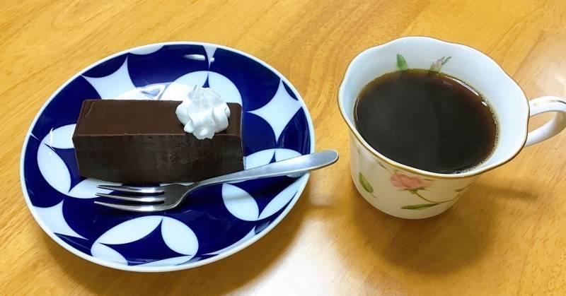 リッチショコラケーキとコーヒー