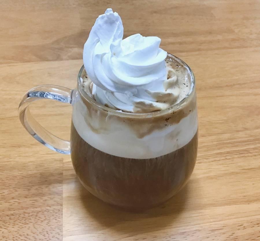 アマンディホイップでウインナーコーヒー