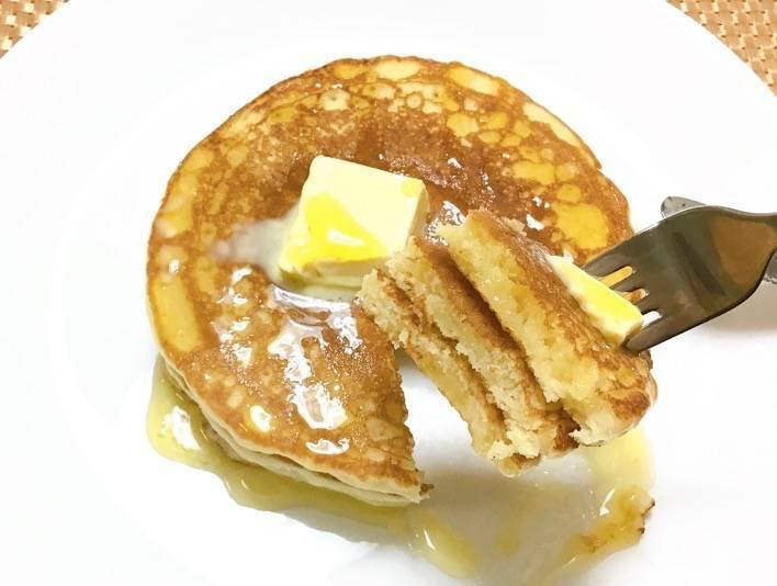 パンケーキ バターとハチミツのカット写真