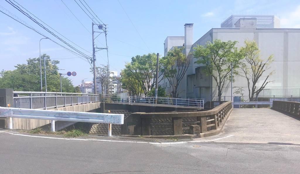 金屑川に架かる二つの橋