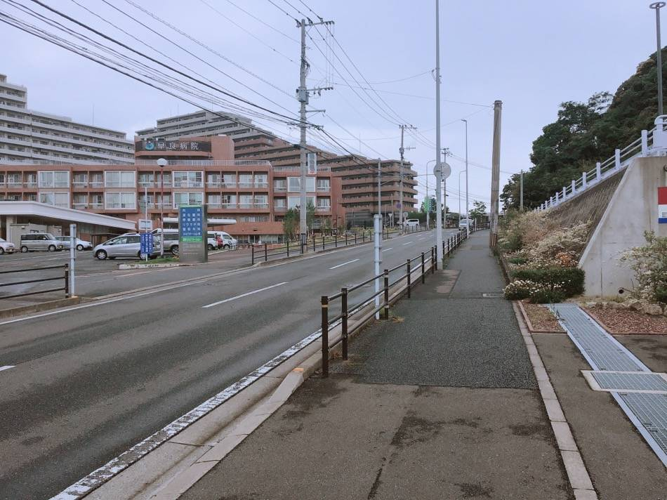 早良病院沿いの坂道