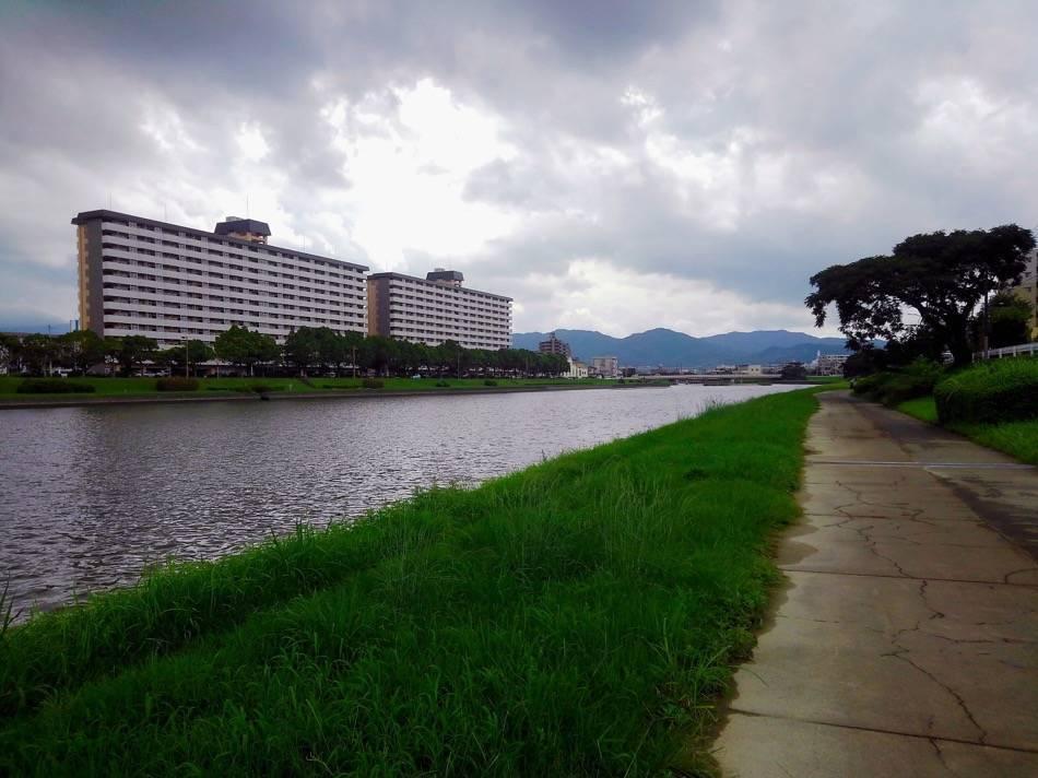 室見川西区側の遊歩道