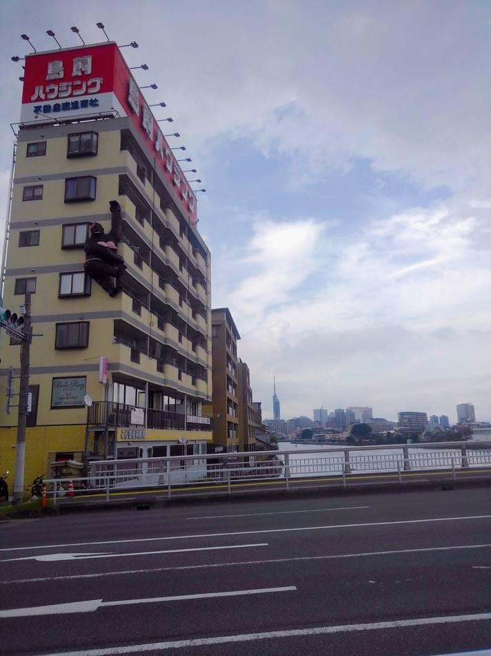 鳥飼ハウジングのお母さんゴリラと福岡タワー