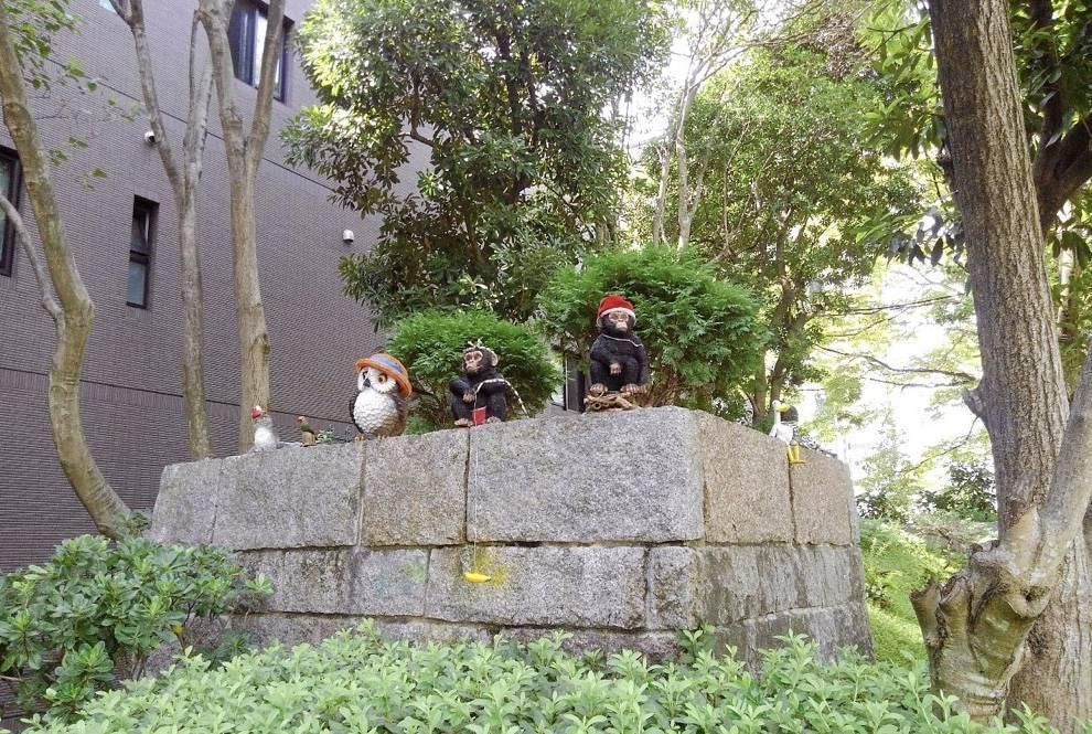 福岡市博物館を見つめる人形たち