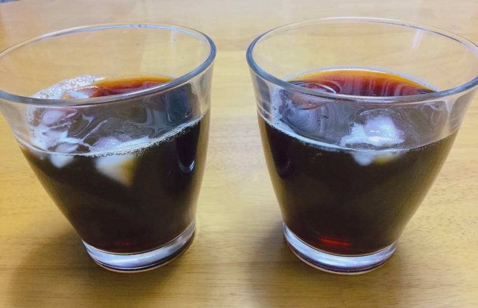 右が麦茶入りコーヒー