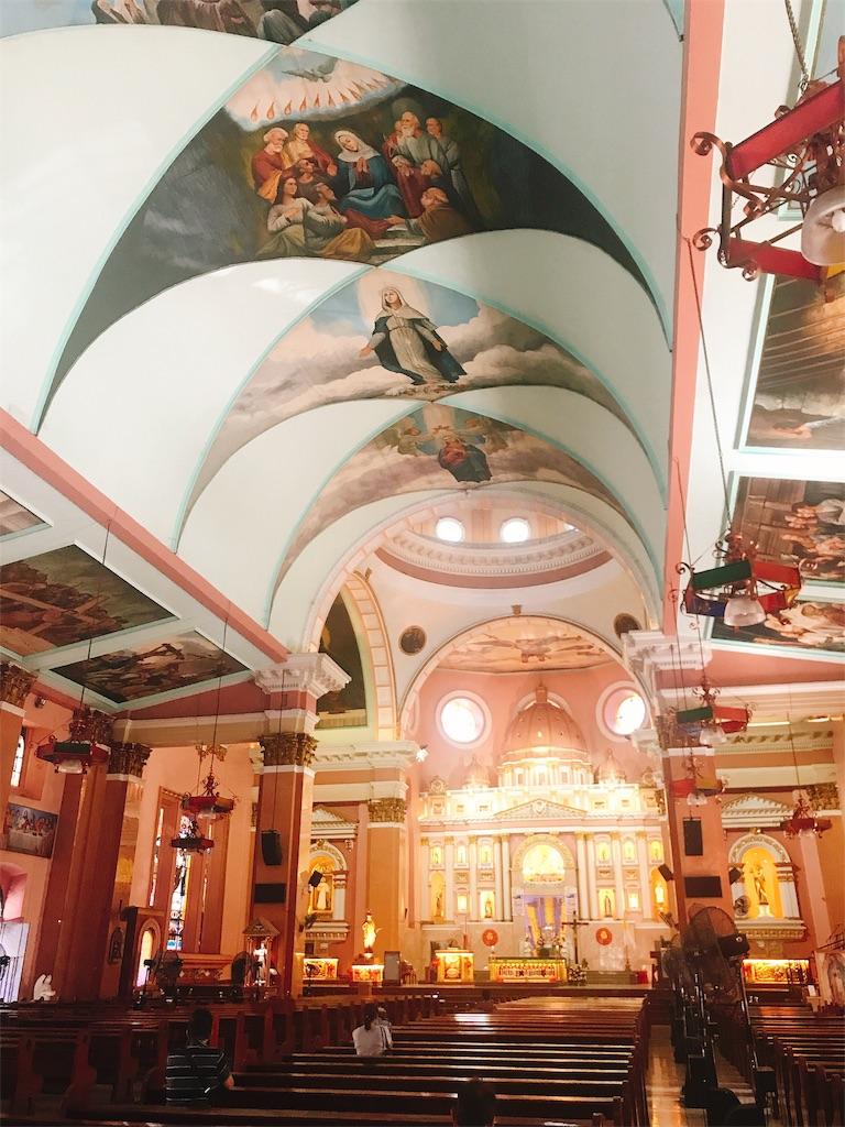 マニラのチャイナタウンにあるビノンド教会の中の様子