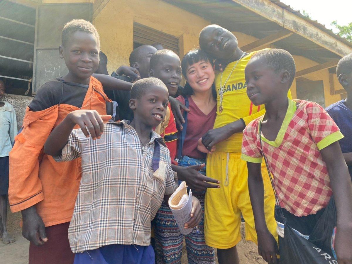 ウガンダの子供たちと私