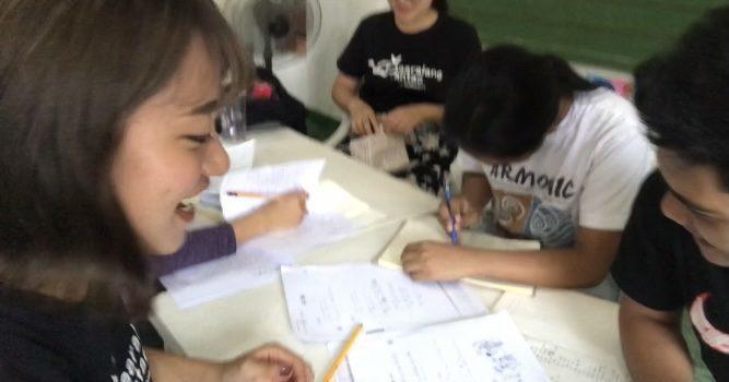 フィリピン人大学生に日本語を教える
