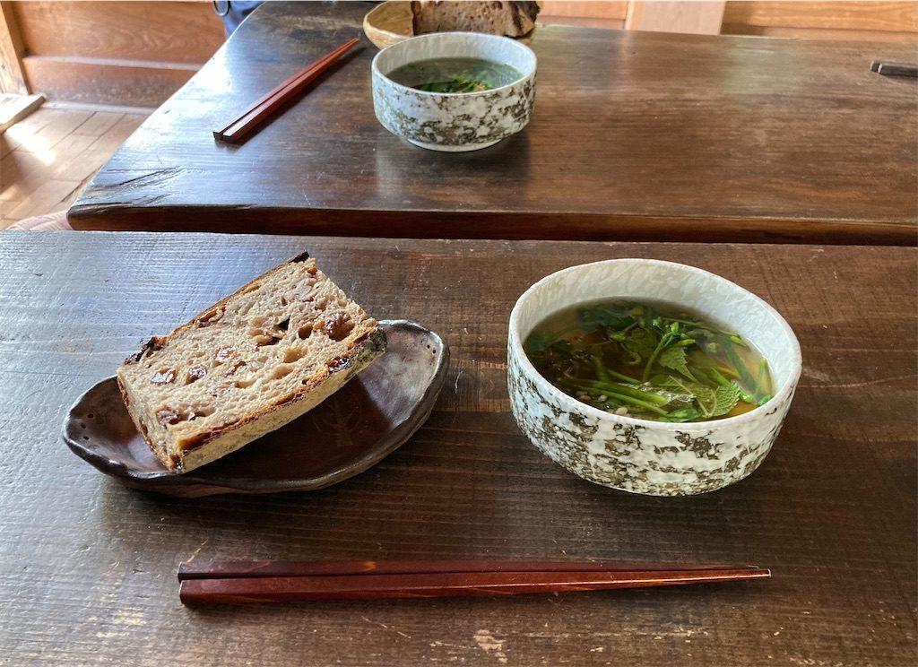 レーズンクルミパンとスープ