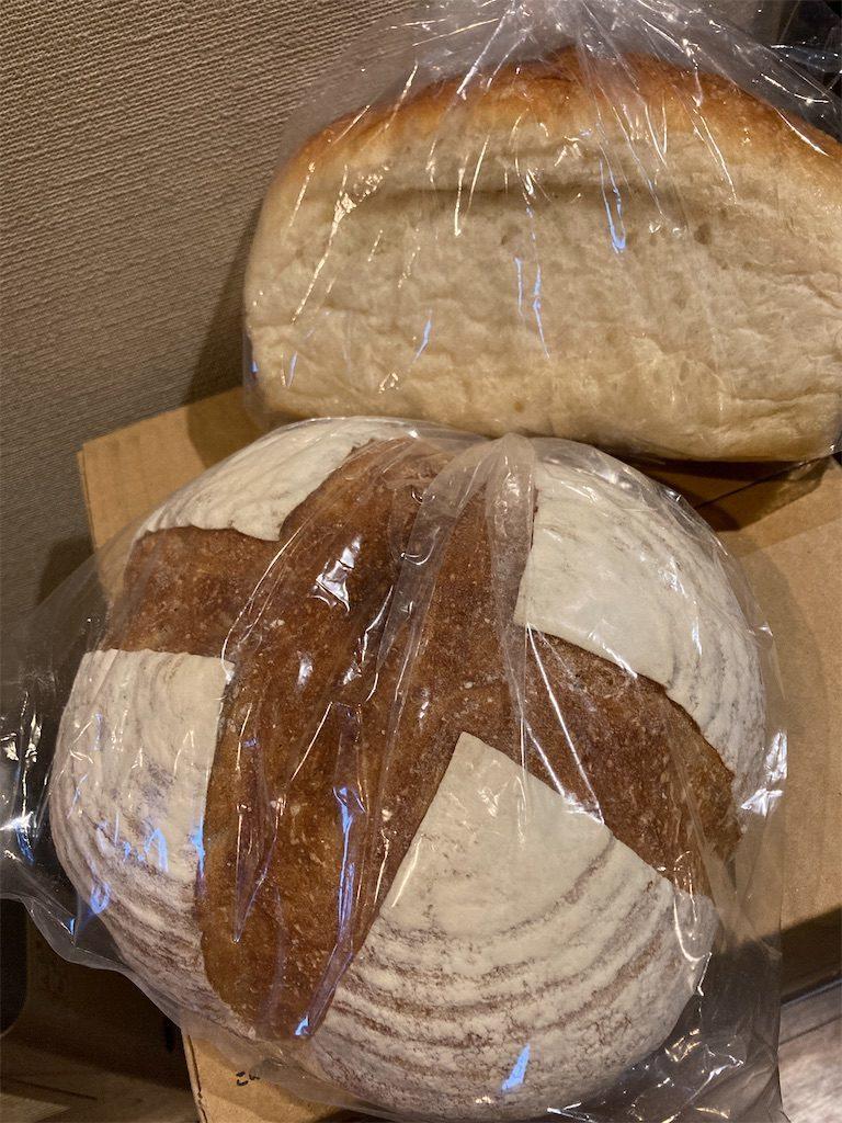 食パンとカンパーニュ