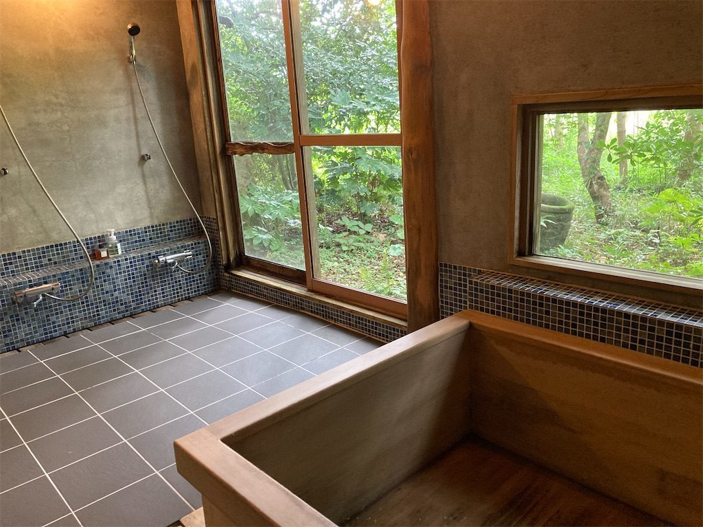 慈慈の邸のヒノキ風呂