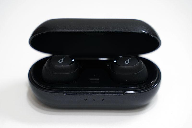 Soundcore Liberty Neo充電ケースとイヤホン