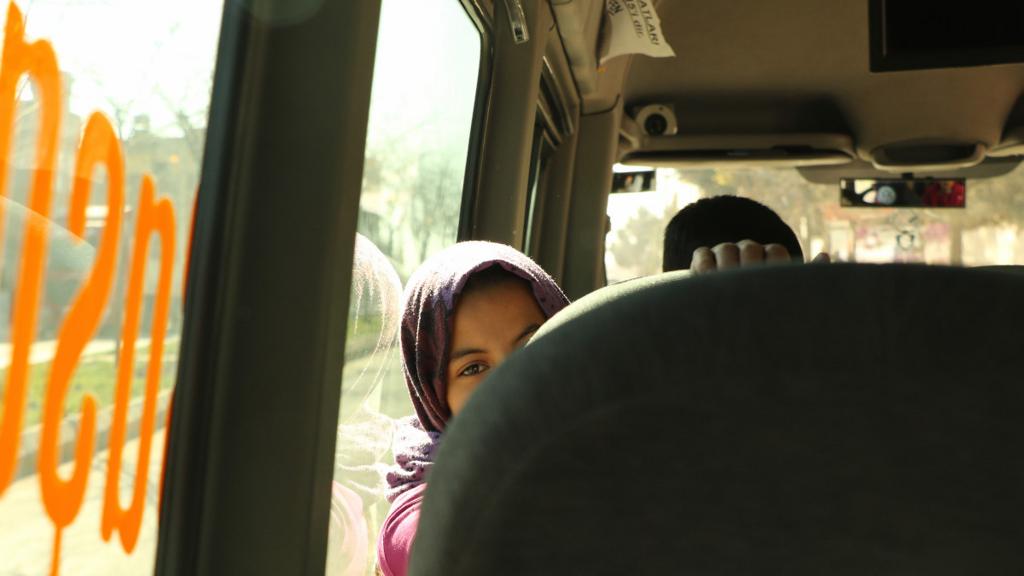 バスの女の子