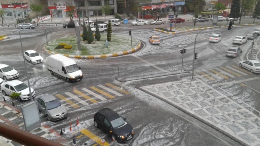 街中に降る雹
