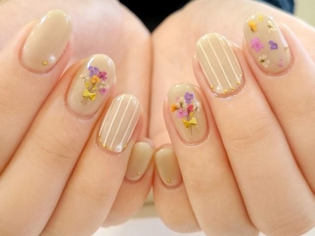 きれいな手の爪のネイル