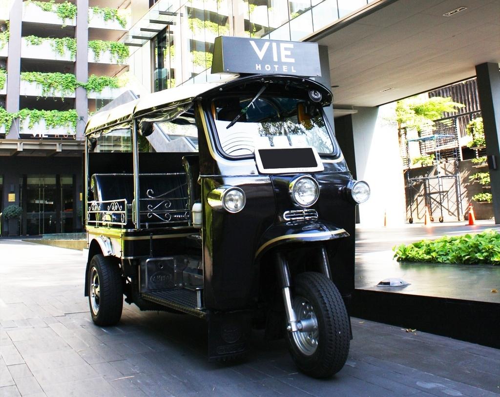 ウィーホテルバンコクのトゥクトゥクサービス