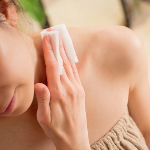 入浴後に肌がスベスベの女性