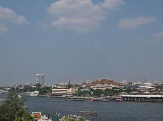 バンコクのリバーサイド地区チャオプラヤ川の景色