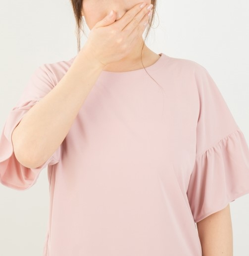 歯周病が原因の口臭で悩む人