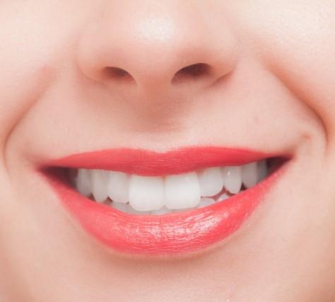歯間が綺麗な女性