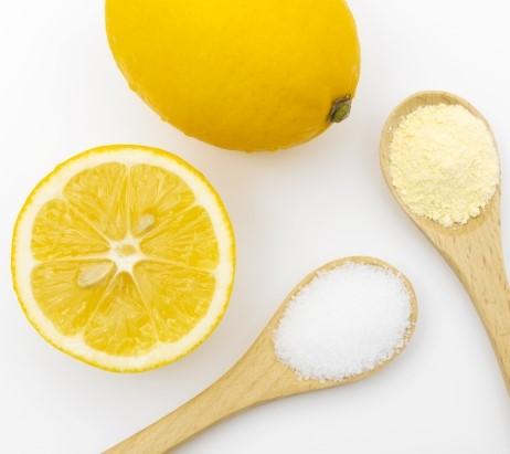 クエン酸粉末とレモン