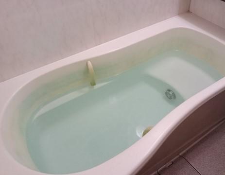 お湯が溜まった浴槽