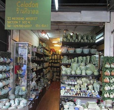 バンコクのお土産物屋セラドン焼きの店