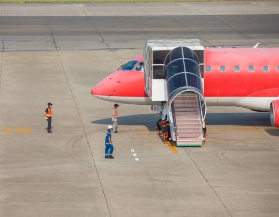 飛行機搭乗用のタラップ