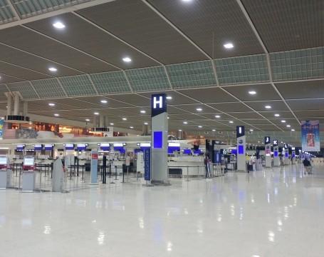 成田空港チェックインカウンター