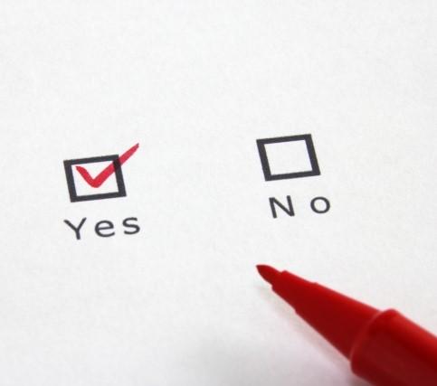 YES NOのチェックシートにYESに赤ペンでチェック