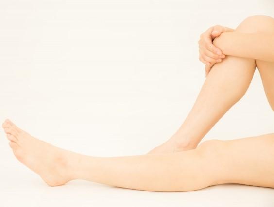 風呂上りの女性のスベスベな脚
