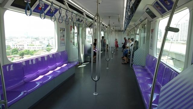 BTS車両内の客席